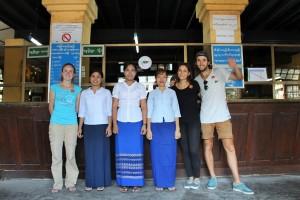 Rangoun - Avec les employés de la poste, normal