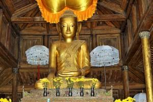 Nyaungshwe - Monastère en teck