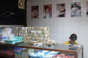 Mandalay - Mur de billets