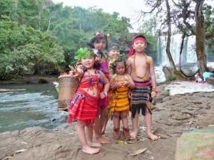 Sen Monorom - Enfant en tenues traditionelles