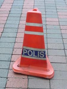 Attention, Polis!