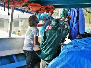 Déchargement à Nusa Lembongan
