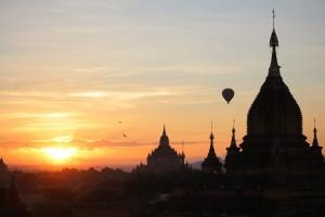 Bagan - Lever de soleil