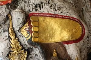 Pindaya - Pied de bouddhs
