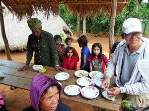 Elephant Community Project - Distribution de nourriture