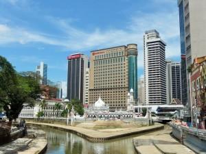 Kuala Lumpur - Mosquée et grattes ciels