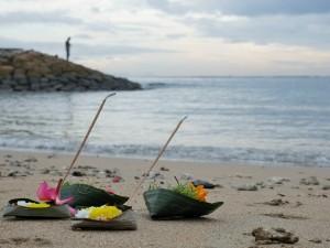 Offrandes sur la plage